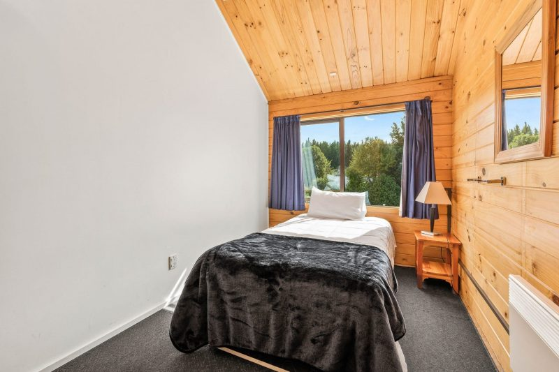 Single room to rent at Altamont Lodge Wanaka
